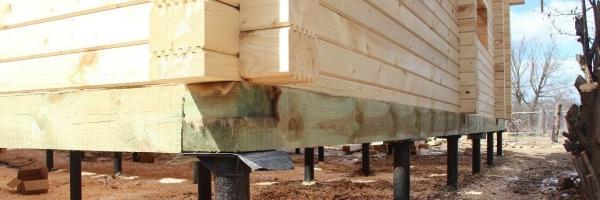 Монтаж винтовых свай для строительства брусового дома
